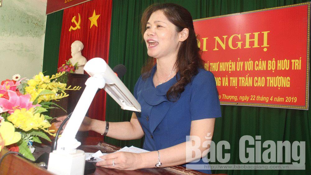 Bí thư Huyện ủy Tân Yên Lâm Thị Hương Thành tiếp xúc, đối thoại với cán bộ hưu trí